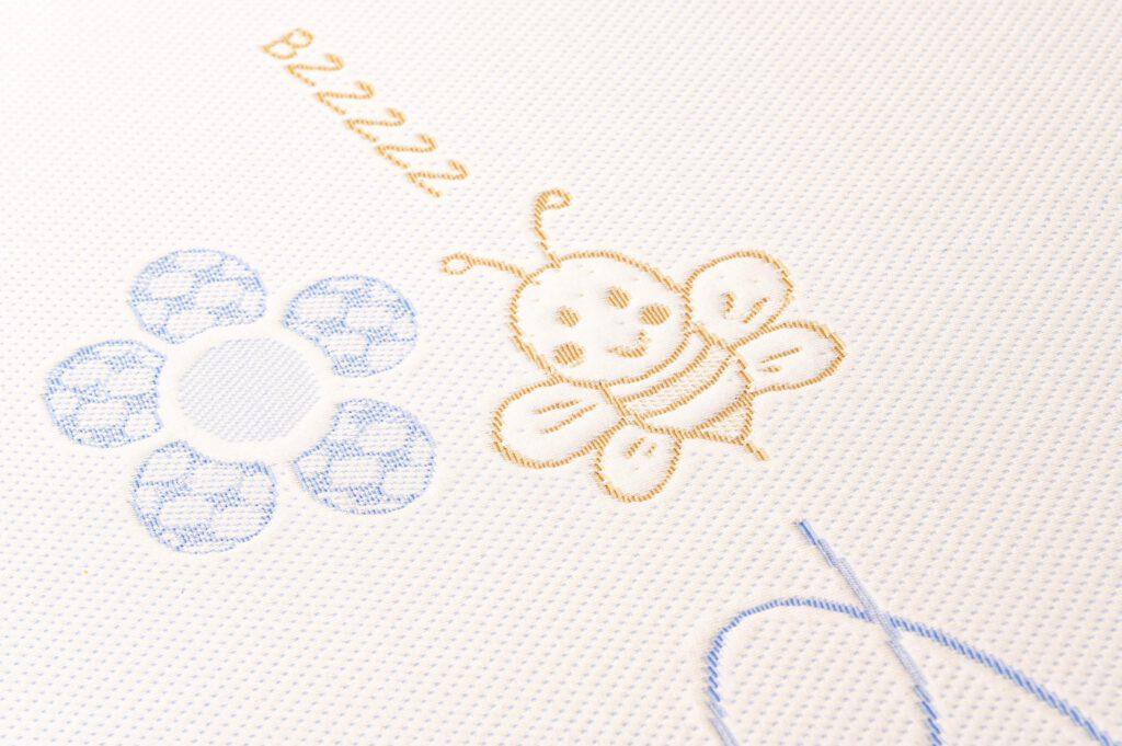saltea copii model albinute detaliu