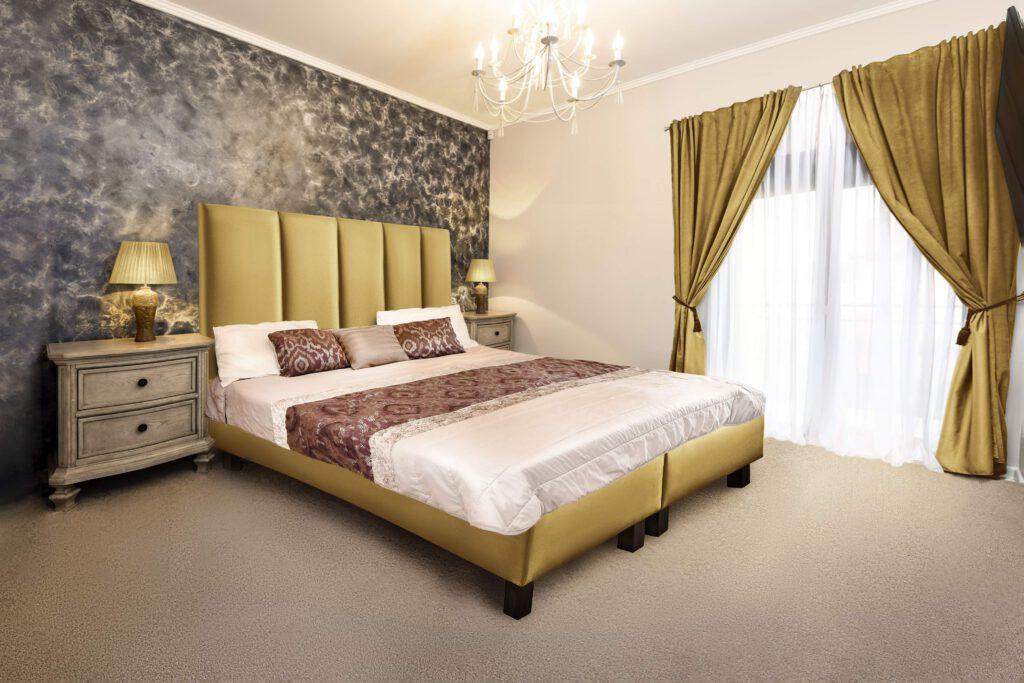 dormitor composit pat tablie lenjerie draperie compunere